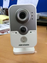 Camera IP Cube Wifi hồng ngoại 2 MP DS-2CD2420F-IW